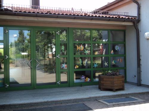 Eingang der Grundschule in Lauter