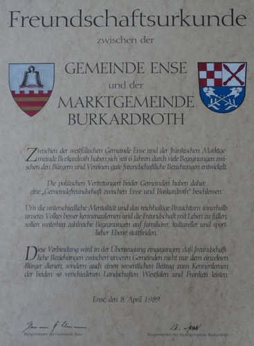 Freundschaftsurkunde zwischen der Gemeinde Ense und der Marktgemeinde Burkardroth