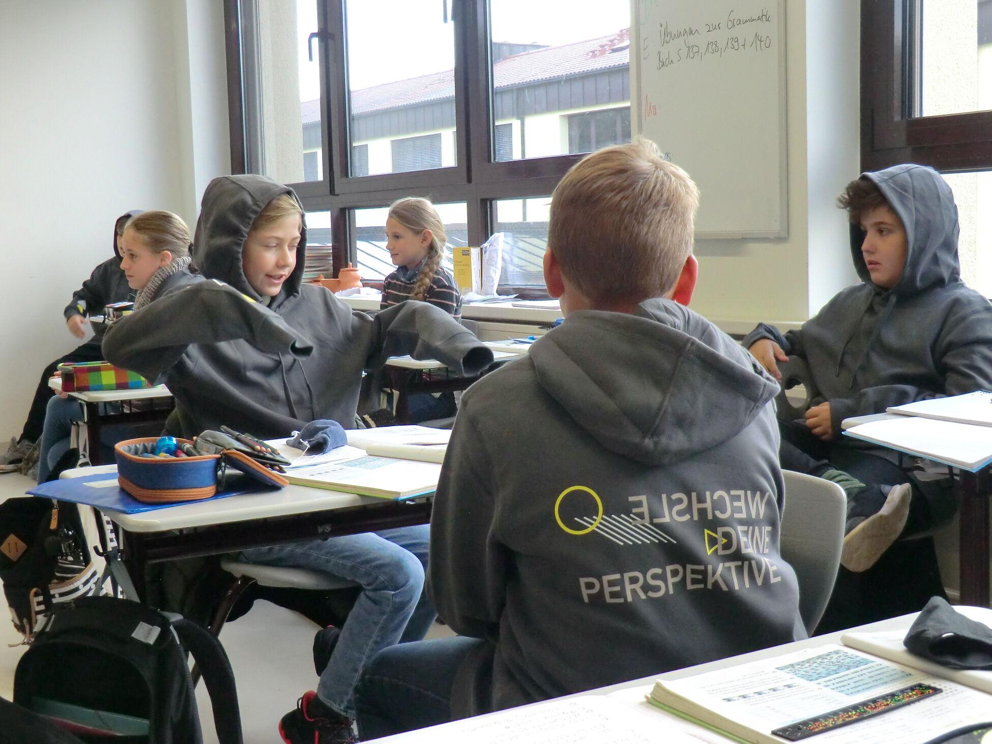 Schulkleidung - 5. Klasse III